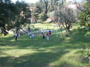 jeux dans le parc en classe de découverte